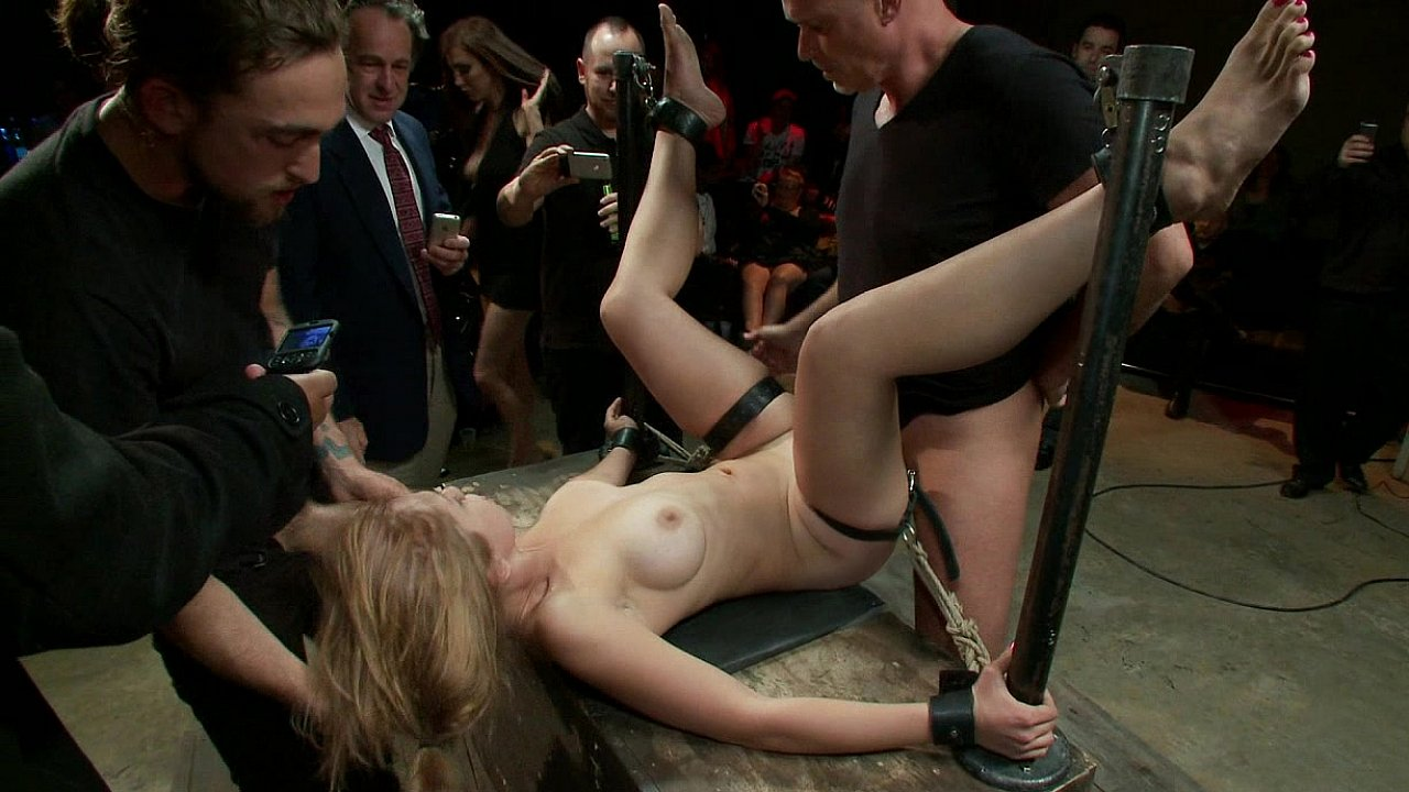 Смотреть онлайн порно public disgrace 21 фотография
