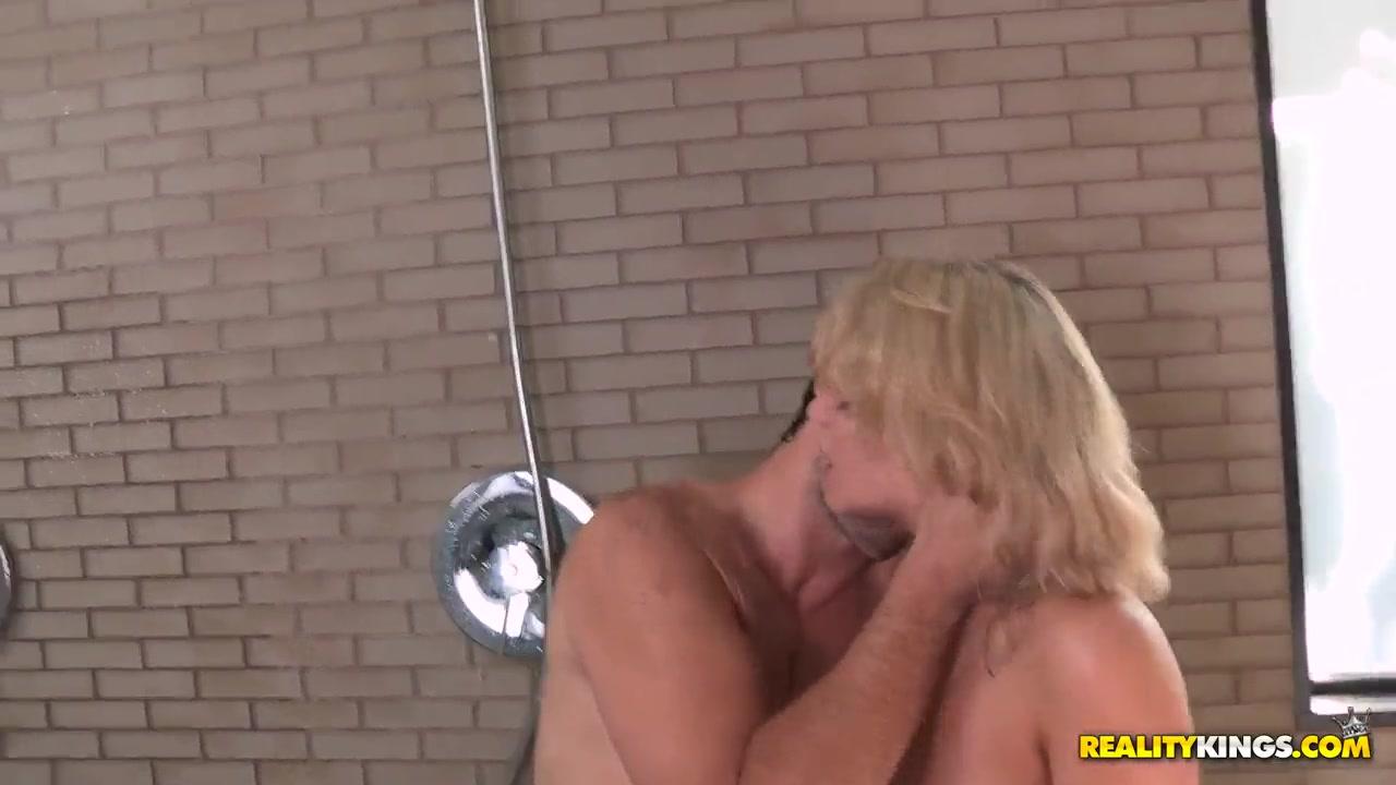 Wonderful pornstar's couple demonstrates oral fuck