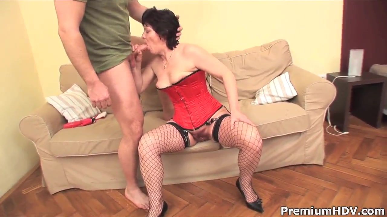 Short haired mature Eva rides on young muscled dude