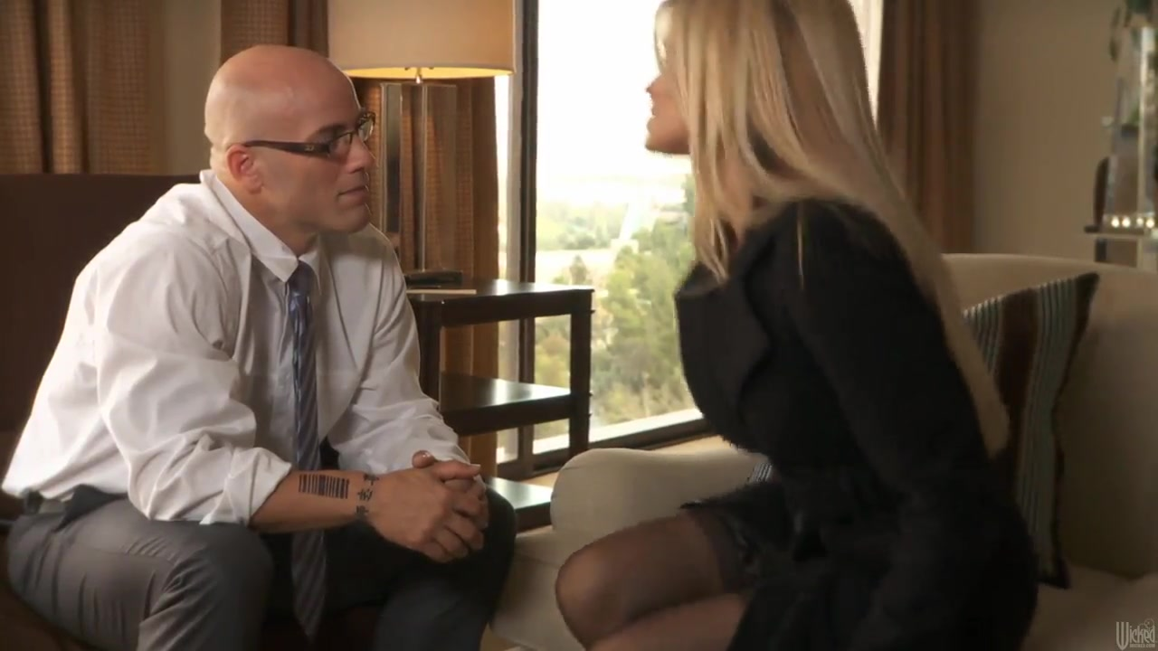 Busty milf Jessica Drake gets seduced by hot stud