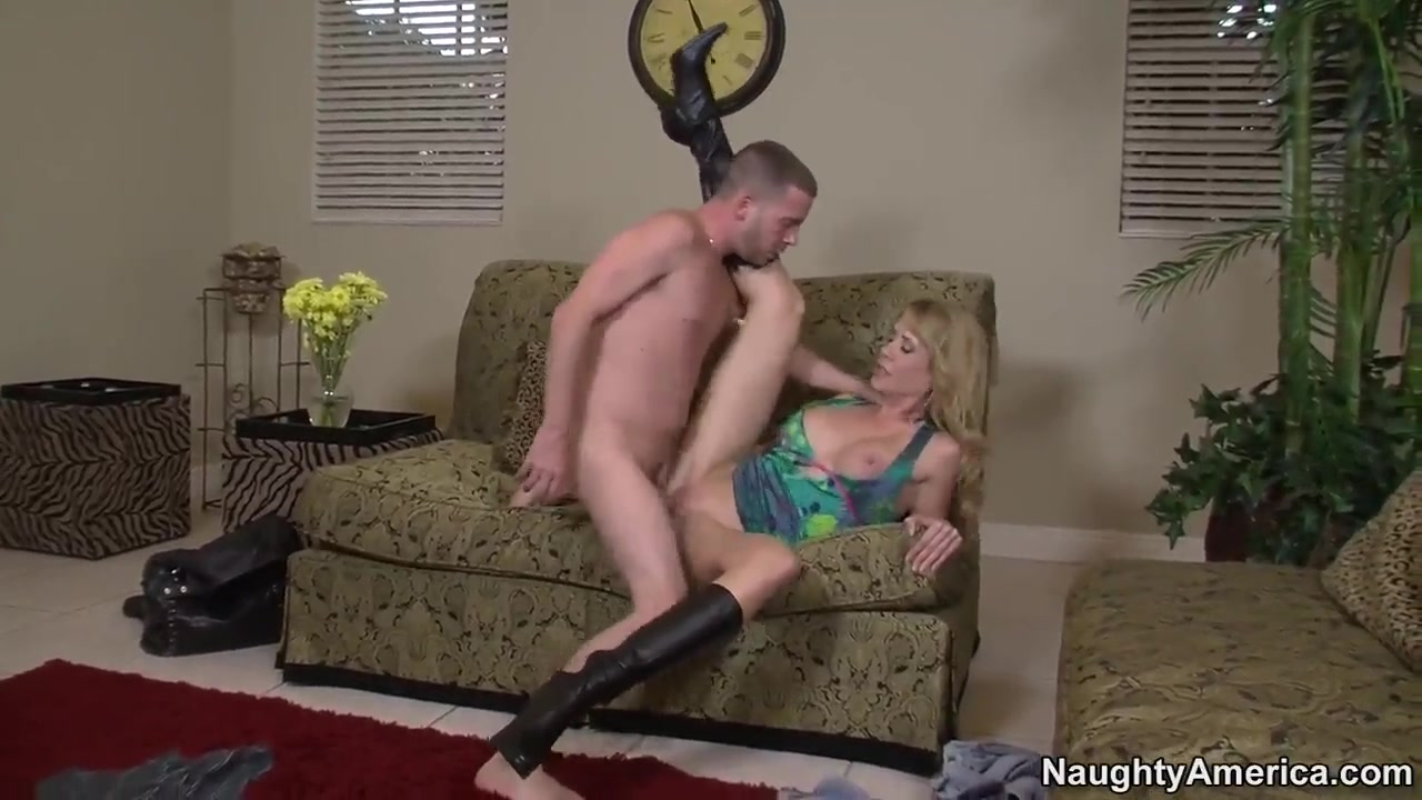 American blonde cougar Desiree Dalton chokes on Tony Rubino's throbbing package