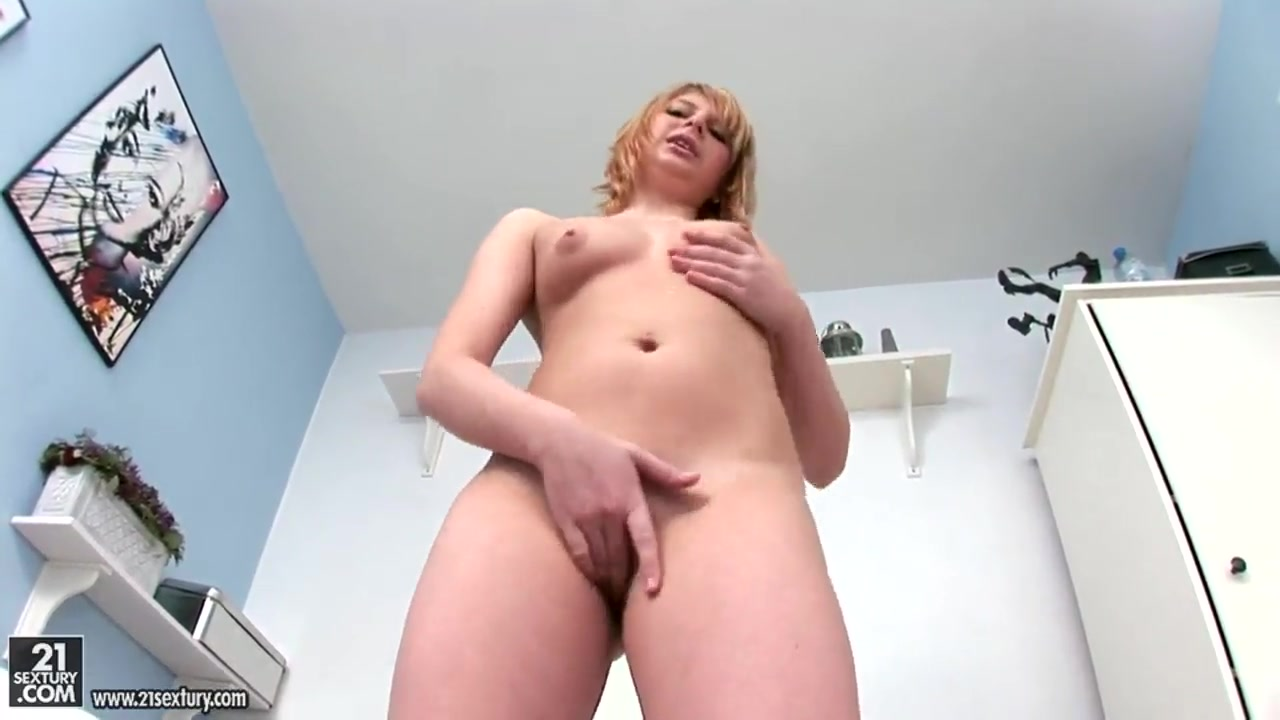 Chubby Sirene wants to play with her new sex toy