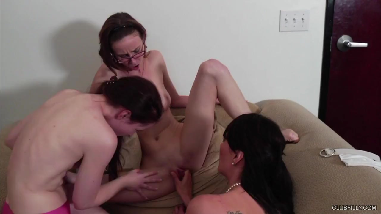 young mom nude tits