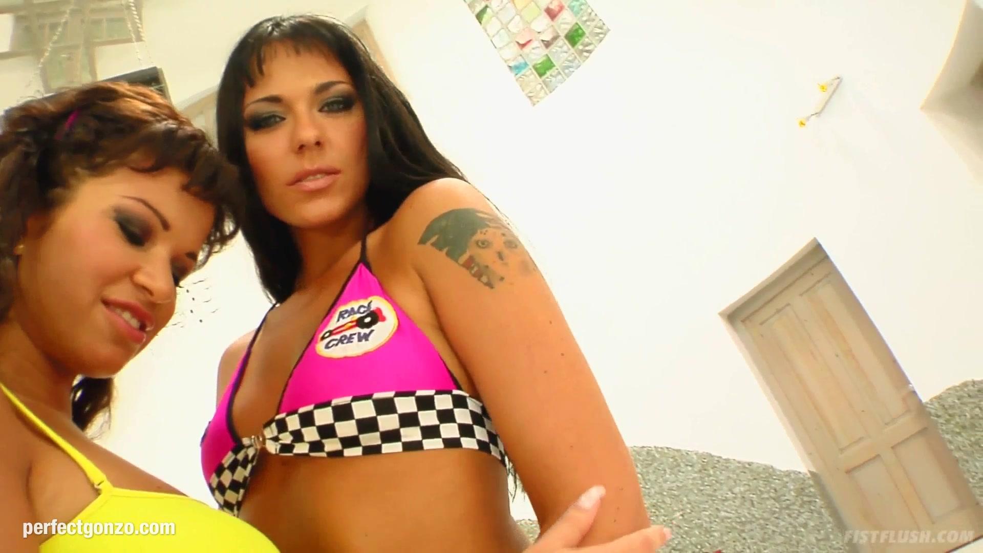 Simona - Virginia lesbian fisting by FistFlush